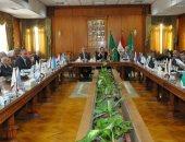 رئيس جامعة المنوفية يجتمع بلجنة المنشآت الجامعية لمتابعة المشاريع