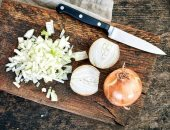 تناول البصل والكراث والثوم يقلل من خطر الإصابة بسرطان الأمعاء