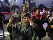 مسنة ترقص احتفالا بفوز السيسي فى الانتخابات أمام قصر القبة - صور