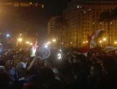 صور.. مواطنون يحتفلون بفوز السيسى فى انتخابات الرئاسة بميدان التحرير