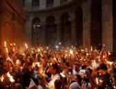 سبت النور .. لحظة ظهور النور المقدس فى كنيسة القيامة بالقدس