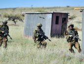 صور.. تدريبات عسكرية بين الجيش البريطانى والقوات الكينية