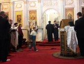 فيديو وصور.. بدء صلاة قداس عيد القيامة بالكنيسة المرقسية بالإسكندرية وسط تشديدات أمنية