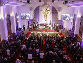 بدء قداس عيد القيامة بالكنيسة الإنجيلية بمصر الجديدة برئاسة القس أندرية ذكى
