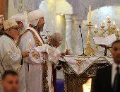 فيديو.. البابا تواضروس يخرج من مقره الباباوى فى زفة قداس القيامة (صور)