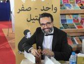 كمال الرياحى يوقع كتابه الفائز بجائزة ابن بطوطة فى معرض تونس.. صور