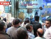 فيديو..هجوم المصريين على الفسيخ والرنجة قبل ساعات من شم النسيم