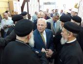 صور.. محافظ بورسعيد ومدير الأمن بالكاتدرائية لتهنئة الأنبا تادرس بعيد القيامة