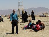 صور.. رئيس مدينة أبو دريس يتفقد الشاطئ العام