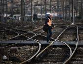 صور.. شلل بمحطات السكة الحديد بفرنسا رفضا لإصلاحات ماكرون وسط تظاهرات