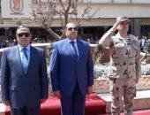 صور.. محافظ سوهاج ومدير الأمن يضعان إكليلاً من الزهور على النصب التذكارى