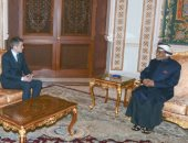 صور.. سلطان عُمان يستقبل وزير الدفاع البريطانى فى مسقط
