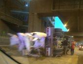 """قارئ يشارك بصور لحادث انقلاب """"مقطورة"""" بمحور صفط اللبن"""
