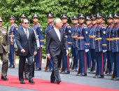 الرئيس السيسي ونظيره البرتغالى يستعرضان حرس الشرف فى قصر الاتحادية - صور