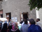 صور.. شكوى من تكدس المواطنين أمام مكتب تموين النهضة فى مدينة السلام