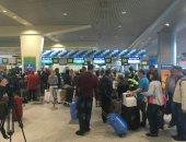 """""""مصر للطيران"""" تبدأ إنهاء إجراءات وصول ركاب رحلتها القادمة من موسكو (صور)"""