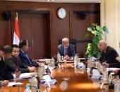 رئيس الوزراء يبحث تطوير شركتى المصرية والجمهورية للأدوية - صور