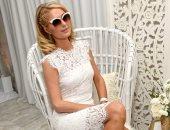 """صور.. باريس هيلتون مبهرة بـ""""الفستان الأبيض"""""""