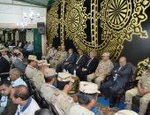 صور.. محافظ السويس يقدم واجب العزاء فى شهيد سيناء