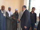 صور .. محافظ المنيا يقدم واجب العزاء لأسرة شهيد سيناء بمركز أبوقرقاص