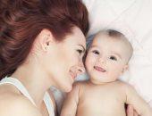 اضحكى من قلبك.. كيف تؤثر نوع ضحكة الأم على رضيعها.. اعرفى التفاصيل