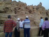 صور.. مساعد وزير الآثار يتفقد مشروع ترميم مسجد تطندى بواحة سيوة
