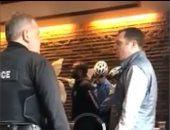 """شركة """"ستاربكس"""" تعتذر عن اعتقال عنصرى لرجلين أسودين لم يطلبا شيئا"""