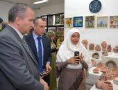 رئيس جامعة السويس يفتتح المعرض الختامى لقسم التربية الفنية