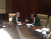وزير البيئة يلتقى نظيره الإستونى على هامش القمة العالمية للأعمال الخضراء بأبو ظبى