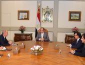 السيسي يستقبل رئيس شركة بوينج العالمية بحضور وزير الطيران المدنى
