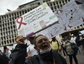 صور.. مصابو الإيدز فى فنزويلا يتظاهرون احتجاجا على نقص الأدوية