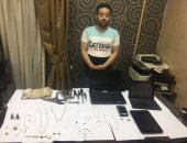 القبض على نقاش استولى على أموال ومجوهرات من داخل شقة بالساحل