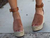 علشان مكمل معاكى.. 4 موديلات بالشمواه لأحذية الصيف دلعى بها رجلك