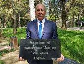 محافظ البحر الأحمر يزرع شجرة باسم المحافظة بإقليم جنوب كازاخستان