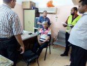 صور.. قافلة طبية توقع الكشف الطبى على 1039 حالة بمركز باريس