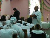 وفد من الكنيسة الأسقفية يحتفل بعيد القيامة المجيد مع سجينات القناطر