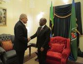 """""""محلب"""" ينقل تحيات السيسي لرئيس تنزانيا"""