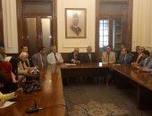 وزير الرى يصل مقر الوفد ويجرى لقاء مفتوحا مع أعضاء الحزب