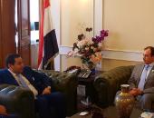 وزير قطاع الأعمال يبحث مع وكيل الصحة الإماراتية التعاون فى إنتاج الأدوية