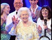 صور.. الملكة إليزابيث تشارك فى حفل غنائى بمناسبة عيد ميلادها الـ92