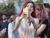 """بيلا ثرون بـ STYLE بوهيمى خلال فعاليات مهرجان """"Coachella"""" لعام 2018"""
