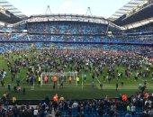 """فيديو.. جماهير مانشستر سيتى تقتحم ملعب """"الاتحاد"""" للاحتفال بالدوري الإنجليزي"""