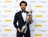 شاهد.. لحظة تتويج محمد صلاح بجائزة أفضل لاعب فى الدورى الإنجليزى