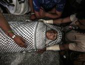 صور..فلسطينيون يشيعون جثمان شهيد برصاص الإحتلال الاسرائيلى فى خان يونس