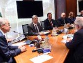 صور.. رئيس الوزراء يستعرض مع مفوض الاتحاد الأوروبى جهود الدولة لتنمية قطاع الطاقة
