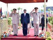 الرئيس السيسى يضع إكليلا من الزهور على قبر الجندى المجهول