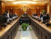 عباس شومان يلتقى وفدًا من قضاة باكستان بمقر مشيخة الأزهر