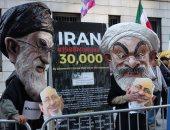 صور.. مظاهرات ضد زيارة وزير خارجية إيران لمجلس العلاقات الخارجية فى نيويورك