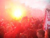 """فيديو.. جماهير ليفربول تشعل الأجواء خارج """"أنفيلد"""" قبل مواجهة روما"""