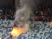 فيديو.. جماهير كايزر تشيفز تقتحم ملعب المباراة بعد وداع كأس جنوب أفريقيا